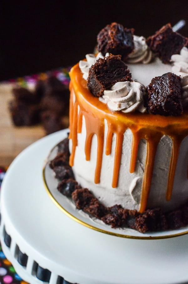 Dulce de Leche Brownie Ice Cream Cake | A cake straight out of heaven! Moist, fudgy brownie, layered with smooth & creamy dulce de leche ice cream, and topped with caramel mocha whipped cream!