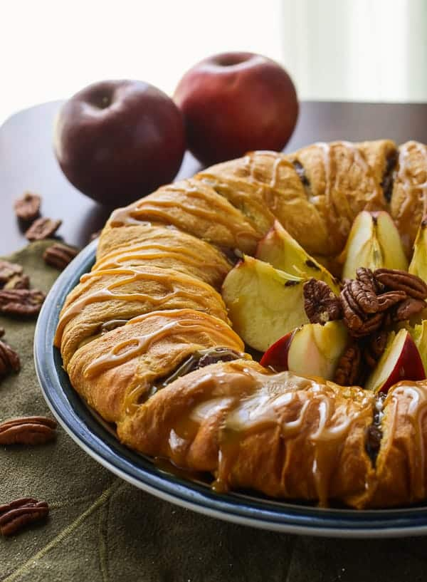 Apple Pecan Pie Breakfast Ring | In need of a quick holiday breakfast? This easy crescent-based ring stuffed with apples and pecan pie filling is sure to get you excited for the deliciousness to come!