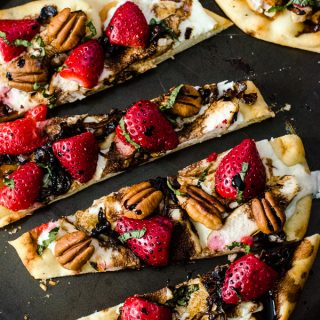 Strawberry Balsamic Chicken Flatbread #SundaySupper with #FLStrawberry