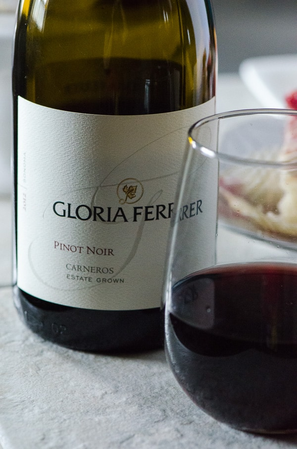 gloria ferrer pinot noir bottle