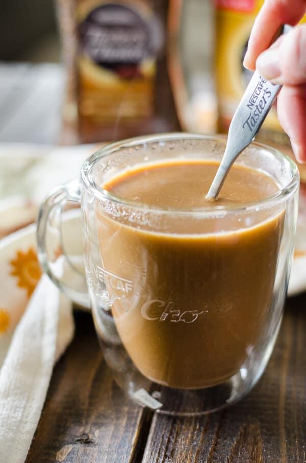 Homemade, no preservatives, and naturally sweetened, it only takes five ingredients to enjoy a perfectly seasonal cup of coffee with this Pumpkin Spice Coffee Creamer!