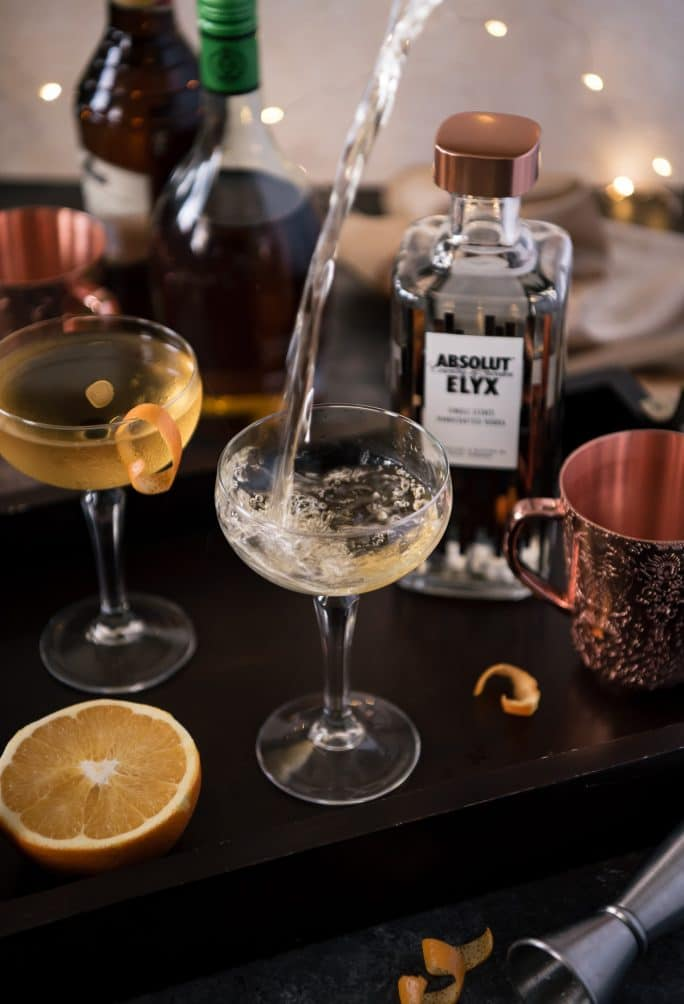 The Copperface Cocktail Elyxir pouring