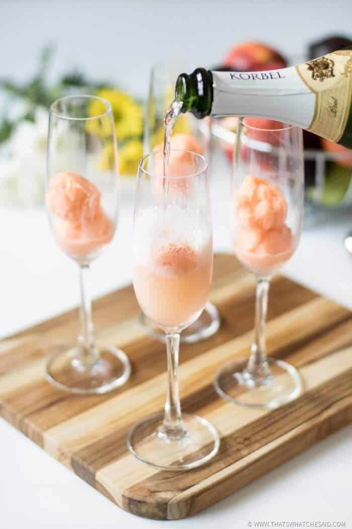 21 Refreshing Summer Cocktails Perfect for Brunch - summer mimosa floats