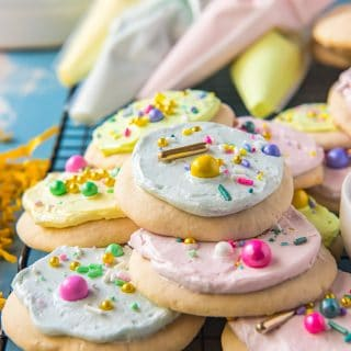 Lofthouse-Style Soft Sugar Cookies with Frosting #SpringSweetsWeek