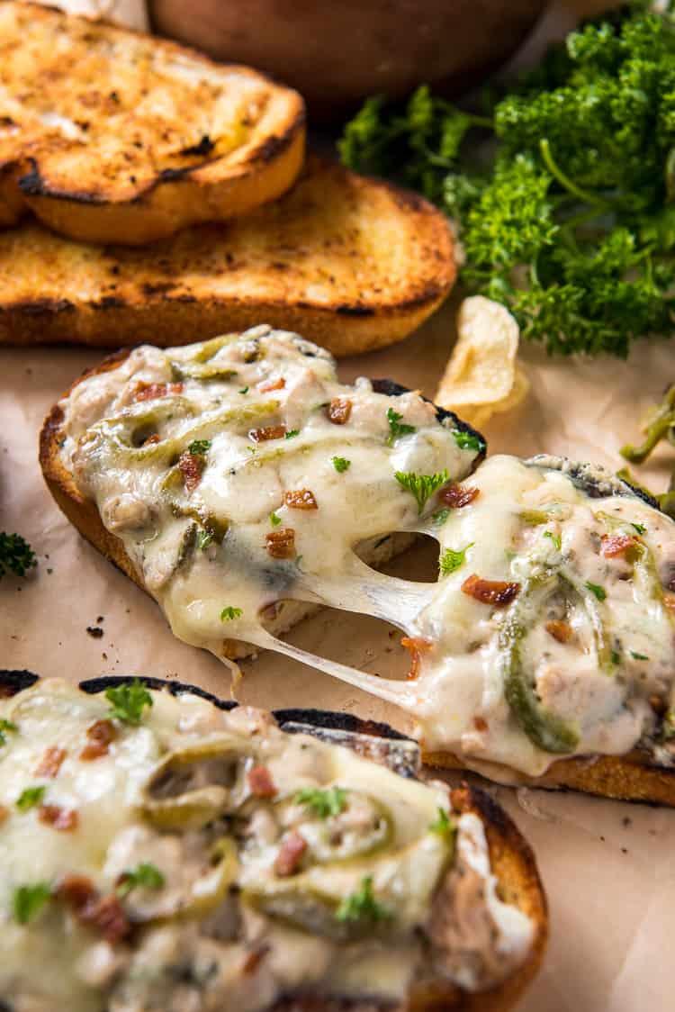 Jalapeno popper tuna melts with potato chips